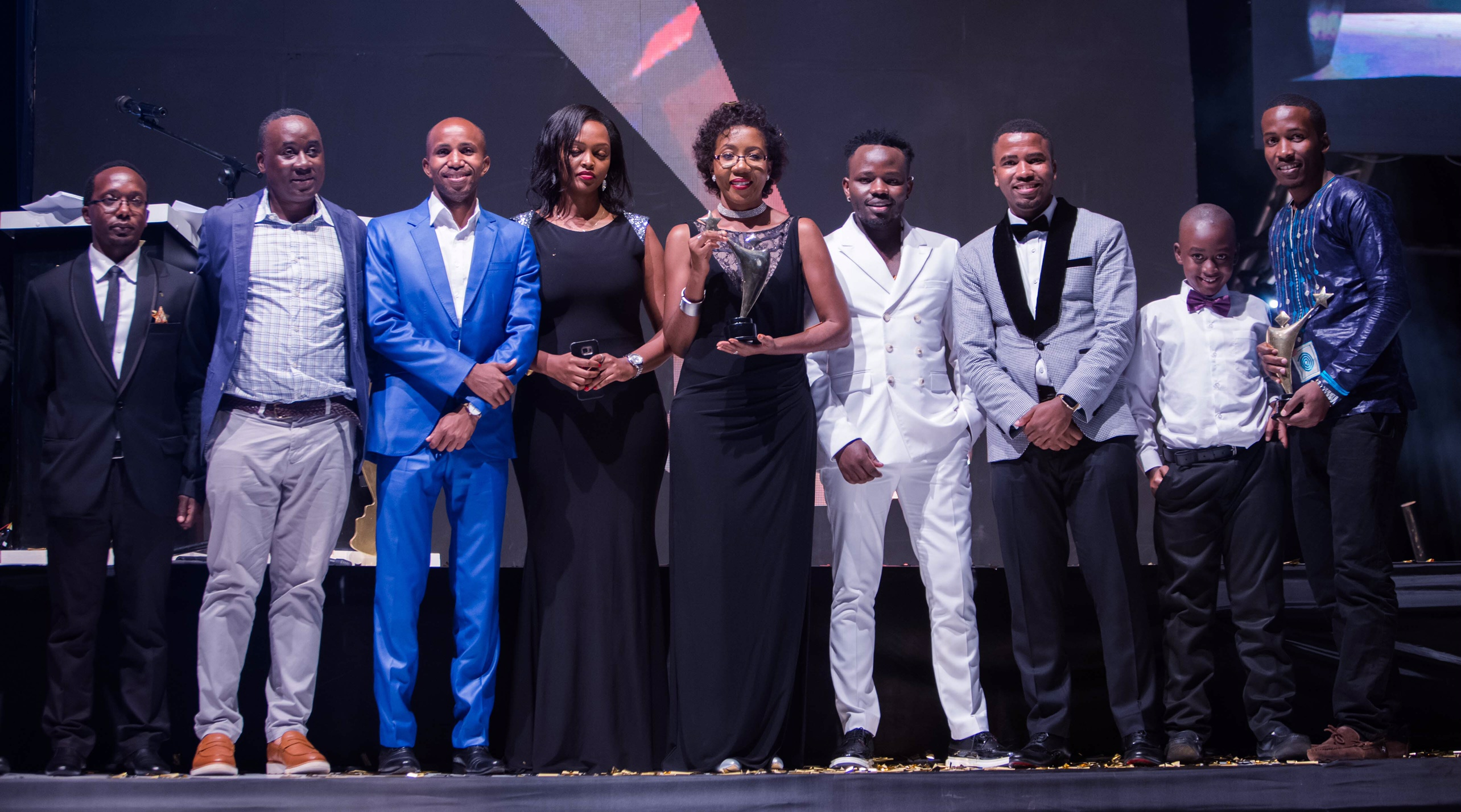 Vodafone Marketing Director, Progress Chisenga (2nd right) holding and representing the overall Young Achiever Award poses for a picture with (left –right) Founder of the Awards Awel Uwihanganye; Social Entrepreneurship Award winner Muhammed Kisirisa aka Slum Ambassador; Fiona Kayitesi, Vodafone Youth Program Manager; Creative Arts-Fashion Award winner Brian Ahumuza of Abryanz Collection; and Humphrey Nabimanya, the Team Leader & Founder of Reach A Hand Uganda at the prestigious 2017 Young Achievers Awards recently.