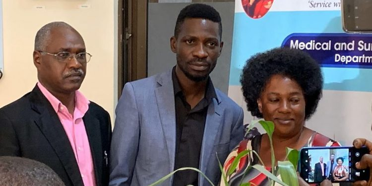 Bobi Wine in Hospital visiting Tamale Mirundi.
