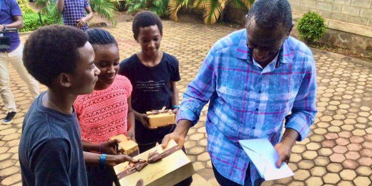 Besigye visits Stella Nyanzi