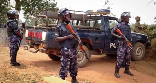 Police surround Besigye's home