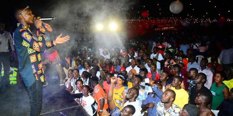 Jose Chameleone on stage in Masaka. PHOTOS BY ASIIMWE VINCENT SMOKY/Matooke Republic.