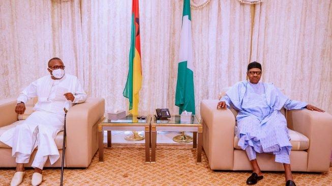 Nigerian President Muhammad Buhari (R) with his counterpart from Equatorial Guinea Umaru Sissoco Embalo.
